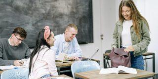 študenti v triede